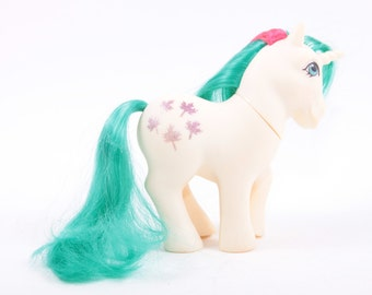 My Little Pony Gusty - Wonderful - White Pony with Green Hair Red Stripe, Leaves Symbol ~ Pink Room ~ 161123A