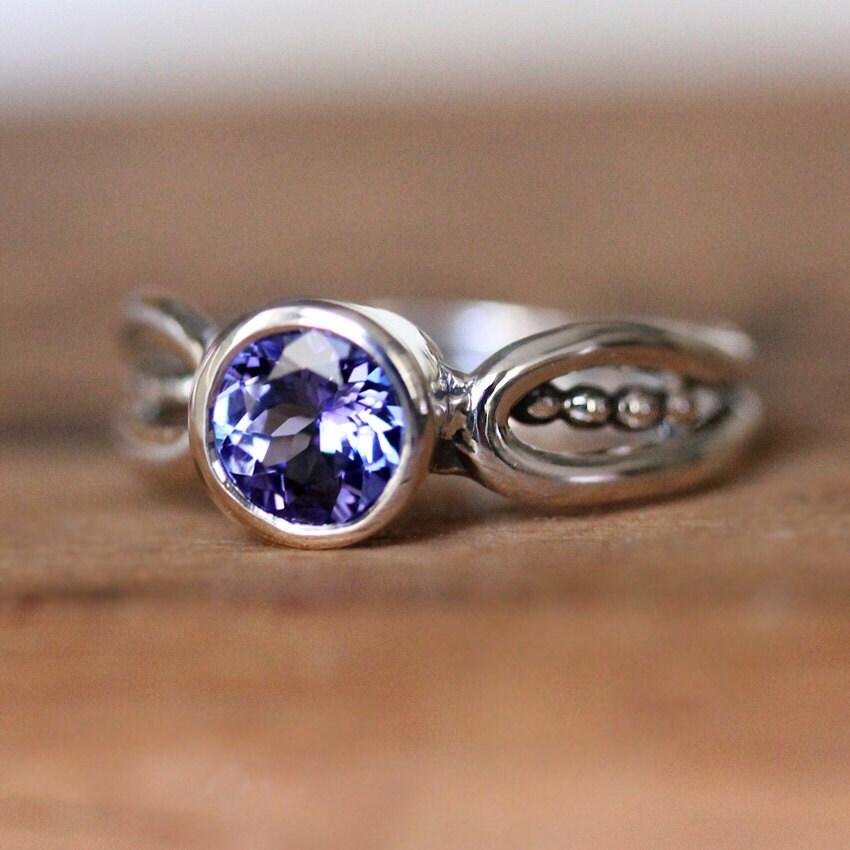Lavender Tanzanite: Purple Tanzanite Ring Modern Tanzanite Ring Purple Stone
