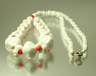 Vintage/ estate 1950s/ 60s Mod/ retro red and white glass bead costume necklace - jewelry