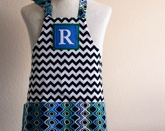 Kids Apron / Toddler Ages 2-6 Personalized Letter  - Black and White Chevron Reversible Apron with Wave Pockets