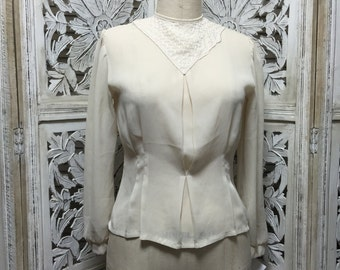 1980s ivory blouse 80s fitted shirt size medium Vintage blouse with puff shoulders button back
