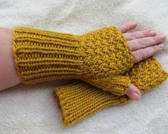 texting, typing, gloves, fingerless, heathered, gold, yellow, soft, anti-Pill yarn, butterscotch,