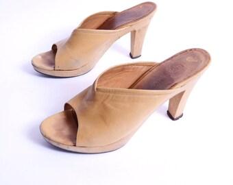 1970s Clog Mules Tan Leather Slip On Wood Heel 8 M