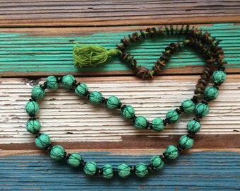 Boho thread necklace in green