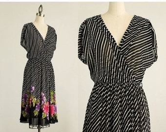 20% OFF SALE 80s Vintage Black And White Floral Striped Day Dress / Size Medium