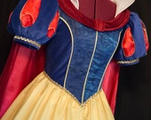 Exquisite DELUXE Adult Snow WHITE Teardrop Sleeve Gown/Cape/Bow Costume For SARAH