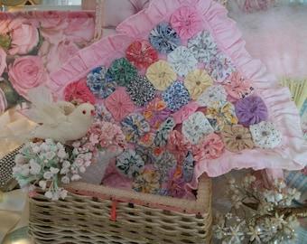 feed sack calico 1930s vintage yo yo pink cotton pillow cover, 36 vintage yoyos, rows of 6, ruffled square pillow