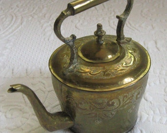 brass kettle . brass tea pot . etched brass tea pot  . Indian brass tea pot . tea pot . etched brass