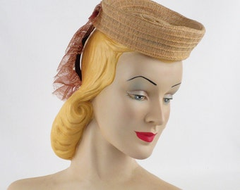 1940s Hat Tan Straw Toy Tilt Donut Crown with Lacy Back Placement Band New York Creations