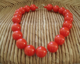 Vintage Retro Red Plastic Bead Necklace