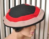 Tilda   Vintage 1940s Tan Red and Black Wool Saucer Beret Tilt Hat Brandt New York Label