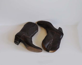 70s boots / Vintage 1970s Boots Short Chocolate Brown Cowboy High Heels