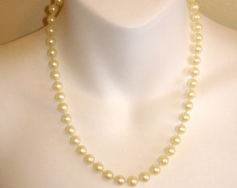vintage simple white pearl necklace