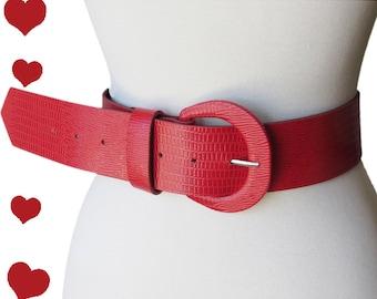 Vintage 80s Belt // Vintage Red Belt // Snakeskin Red Belt // 80s Reptile Belt // Faux Reptile Belt // 80s Red Belt // Notched Belt // S M
