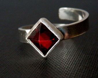 Garnet ring / sterling silver and garnet ring / sterling adjustable ring / gemstone adjustable ring / January birthstone