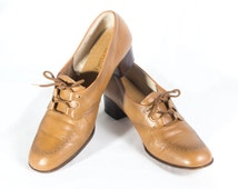 VTG 70's Camel Leather Oxfords size 9 Womens Lace Up High Heels Pumps Stacked Wooden Heels Square Toes Chunky Tan Retro Vintage Shoes