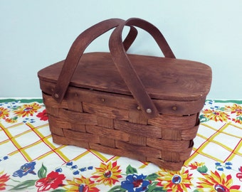 Small Vintage Picnic Basket, a Woven Classic Made by Baskerville of Putney, Vermont