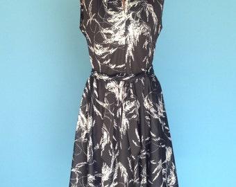 70s Dress Black and White Botanical Print Sleeveless Summer Swing Skirt S M