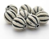 Vintage Lucite Beads Ivory Cream Black Opaque Fluted Round 17mm (8)