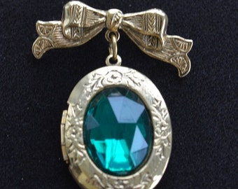 On sale Pretty Vintage Faceted Emerald Green, Gold tone Locket Brooch, Victorian-style (AJ13)