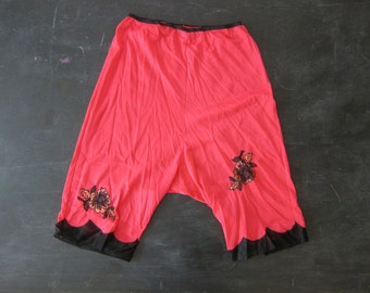 Red & Black Lace Burlesque Pettipants short shorts lingerie with Flowers Long Slip Shorts Pin Up Girl Pants Women's Size Medium Dell's