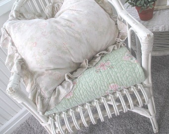 Vintage Quilt * Shabby Cottage * Old Farmhouse * Porch Swing* Pink & Green * Bedspread