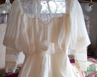 Victorian Style 1980's Ivory Wedding gown Gunne Sax style Long Dress Ivory, size 5