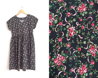 Size M // FLORAL FOLK DRESS // Black Short Sleeve Dress - V-Neck - Floral Print - Vintage Handmade.