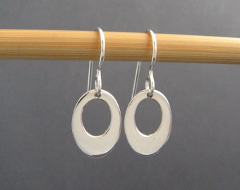small silver retro oval earrings. sterling silver tiny dangle earrings. smooth round drop earrings. simple modern everyday petite earrings