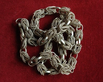 Metal link chain necklace