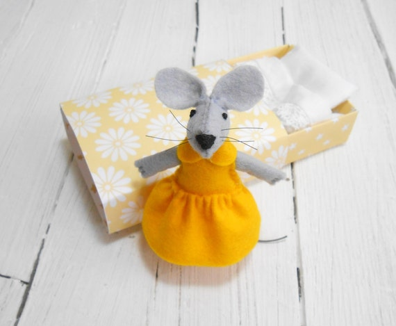 Miniature animal mouse in a box doll collection minnie mouse toy for bjd mini felted dollhouse miniature vintage style cotton beddings bff