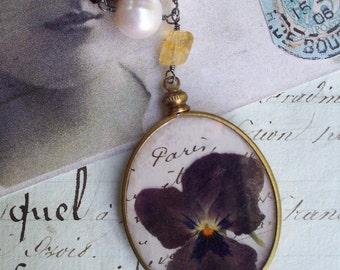 Une Pensee de Paris - Paris Pansy Necklace