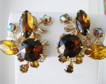 Vintage gold leaf/ flower earrings with amber brown rhinestone accents (A13)