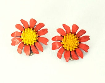 1960s Pink and Yellow Enamel Flower Gerber Daisy Floral Vintage Clip On Earrings