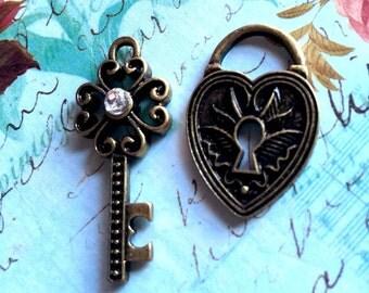 2pcs Antique Brass Miniature Diamond Key and Lock set-Steampunk Parts-Heart Lock