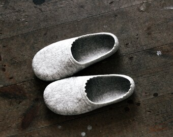 Inspired by nature Felted wool slippers in natural beige colour made by Onstail