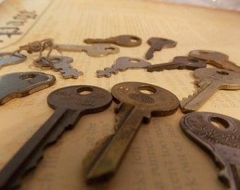 Vintage Key Lot - Steampunk DIY Supply, Vintage Keys, Crafting, Paper Crafts, Card Scrapbook Crafts