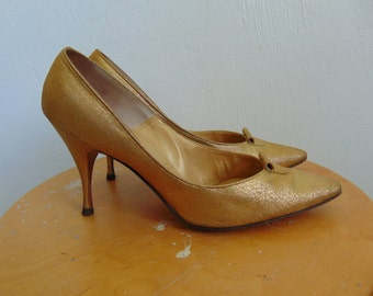 50s pumps GOLD Stilettos by Chandler's size 6B