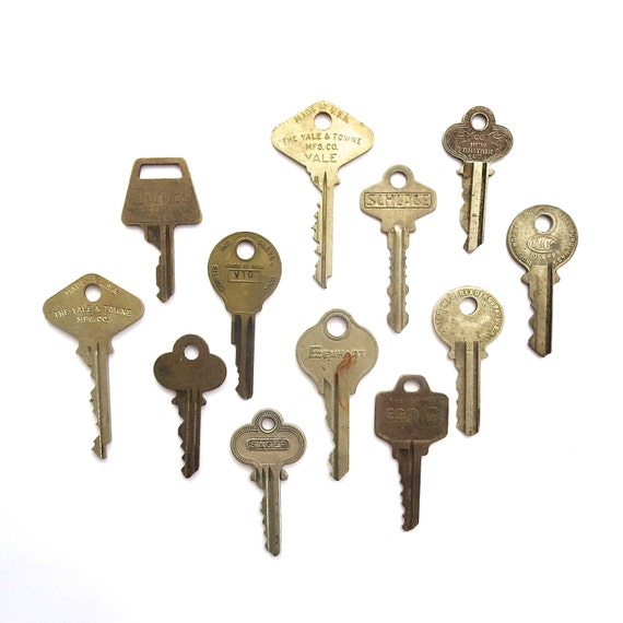 12 vintage keys key collection vintage by anythinggoeshere for Classic house keys