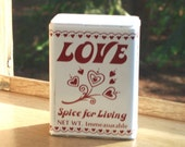 Love Shaker, 1982 tin Spice for Living, Red variation