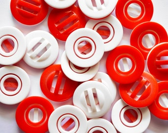 15 pcs  Retro Round Red and White Buttons Size 28mm