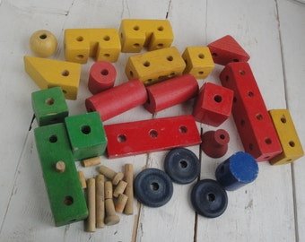 Vintage Tinker Toy 34 Pieces