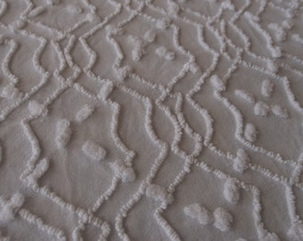 "Vintage Chenille bedspread fabric piece in white needletufted interlocking lines and popcorn - 18"" x 24"" - 300-16"