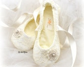 Ballet Flats, Ivory, Wedding Flats, Lace Flats,Flower Girl, Shoes, Elegant Wedding, Vintage Style,Ballerina Slippers, Lace, Pearls, Crystals