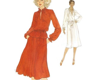 1970s Dress or Top and Skirt Pattern Vogue 9980 Sz 12 B34