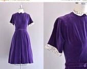 45% OFF SALE.... vintage 1950s velvet dress • vintage 50s dress • aubergine velvet dress • small •