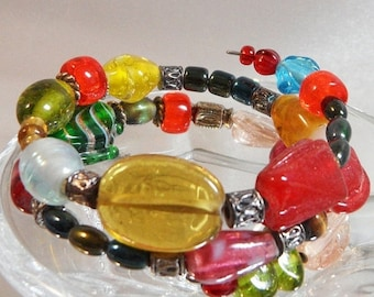 SALE Vintage Art Glass Bracelet. Glass Beads. Handmade Beads. Candy. Frog. Memory Wire.