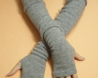 Long Upcycled Armwarmers Lambswool Pale Grey Fingerless Knit Gloves for Her, Arm Covers Warm recycled Mittens, Boho Armstulpen Winter