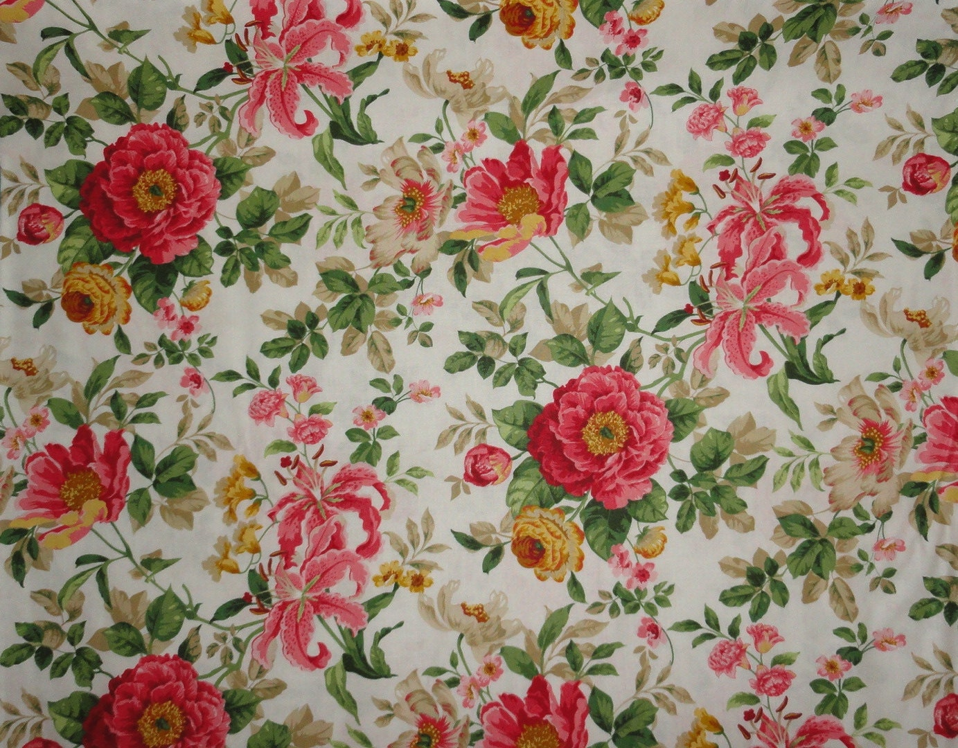rose fabric shabby roses chic roses shabby and chic cottage roses fabric by the yard. Black Bedroom Furniture Sets. Home Design Ideas