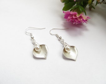 Calla Lily Pearl Earrings Silver, Bridesmaids Gift, Swarovski Cream Pearl, Lilly Earrings, June Birthstone, Wedding Party Gift